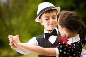 Kinderspiel Tanzen